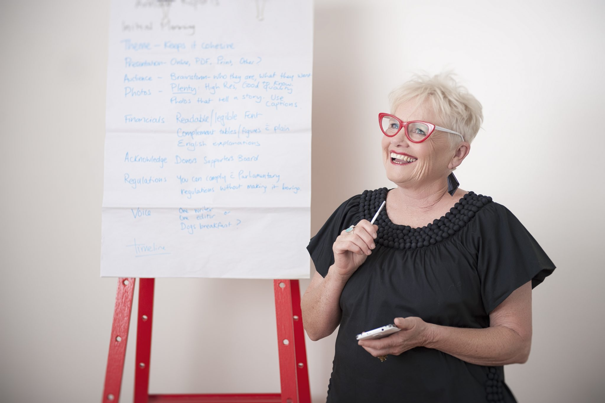 Image of Noelene Gration, an experienced marketing mentor in Daylesford, in front of a white board at a recent marketing workshop.